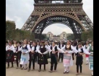 ОВО САМО СРБИ МОГУ:  Наша деца заиграла коло испод Ајфеловог торња, реакције Француза НЕВЕРОВАТНЕ (ВИДЕО)