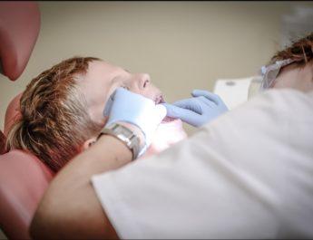 РЕВОЛУЦИОНАРНО! ЗАБОРАВИТЕ НА ПЛОМБЕ: Британски научници открили лек који чини да зуби поново израсту и поправља каријес